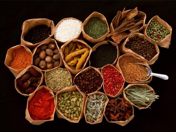 厨房里的调味料怎样存放才能不易变质?